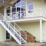 Perfekt kombiniert - Treppe und Geländer in weiß
