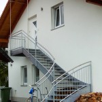 1/4 Wendungstreppe mit geschwungenem Handlauf ohne Stütze, Aufhängung Podest am Dachstuhl