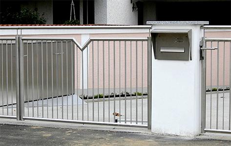 Gartentür mit Zierelement