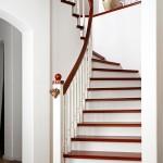 Treppe im Design einer Villa, Stufen Nussbaum mit Profil