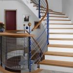 Stufen Eiche und gebogenes Geländer mit gebogenem Handlauf