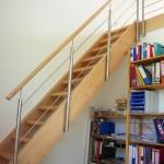 Gerade Treppe, Buche mit Reelinggeländer seitlich befestigt