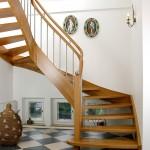 2/4 Wendungstreppe in Eiche, Krümmlingen, Obergurt und vollrundem Handlauf, Blockstufe am Treppenanfang