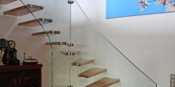 Systemtreppe mit Glasgelände